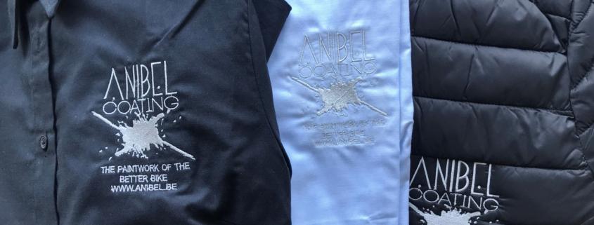 logo op kledij borduren